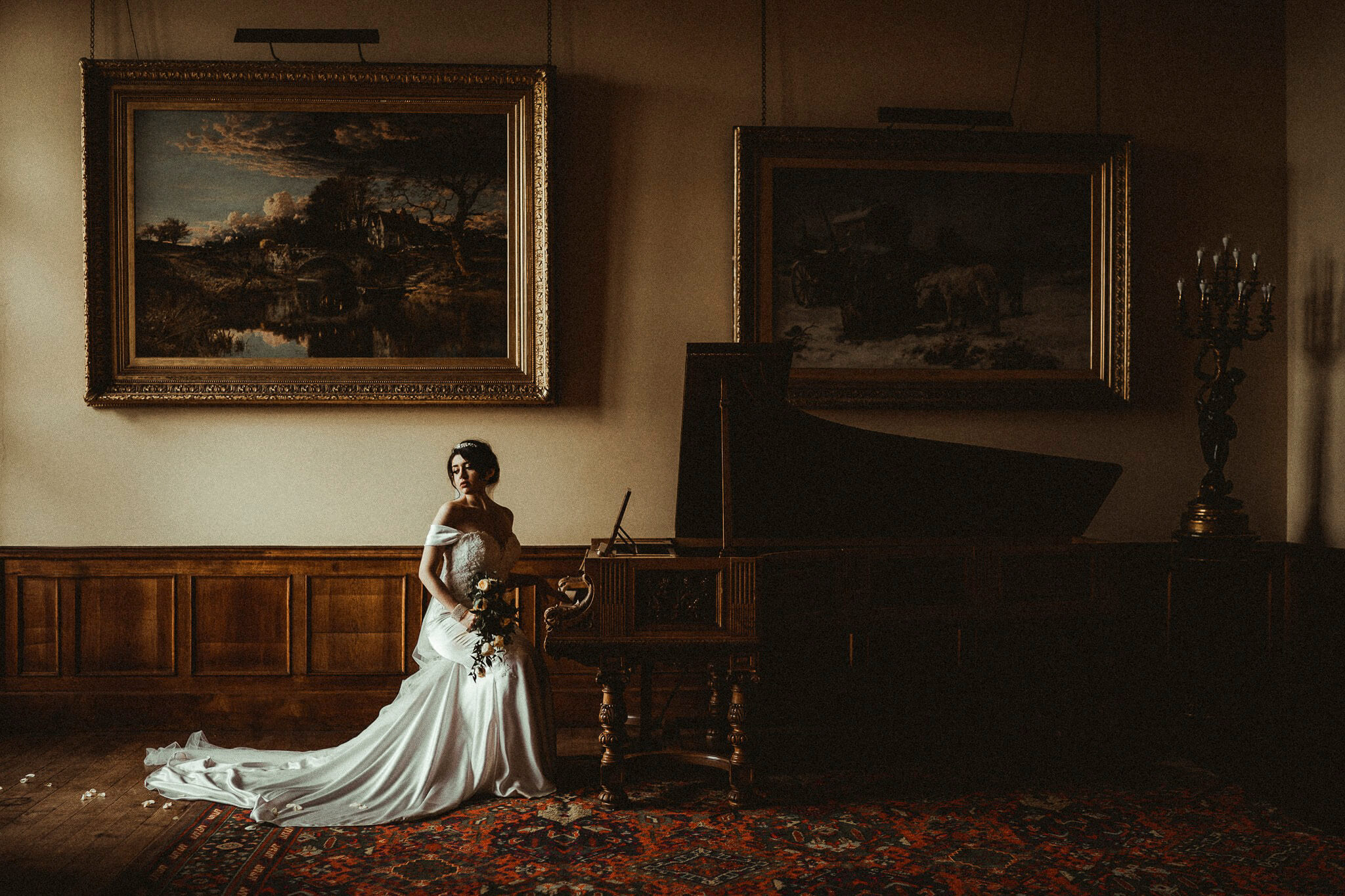 Bride sat by grand piano| two cultures joined together