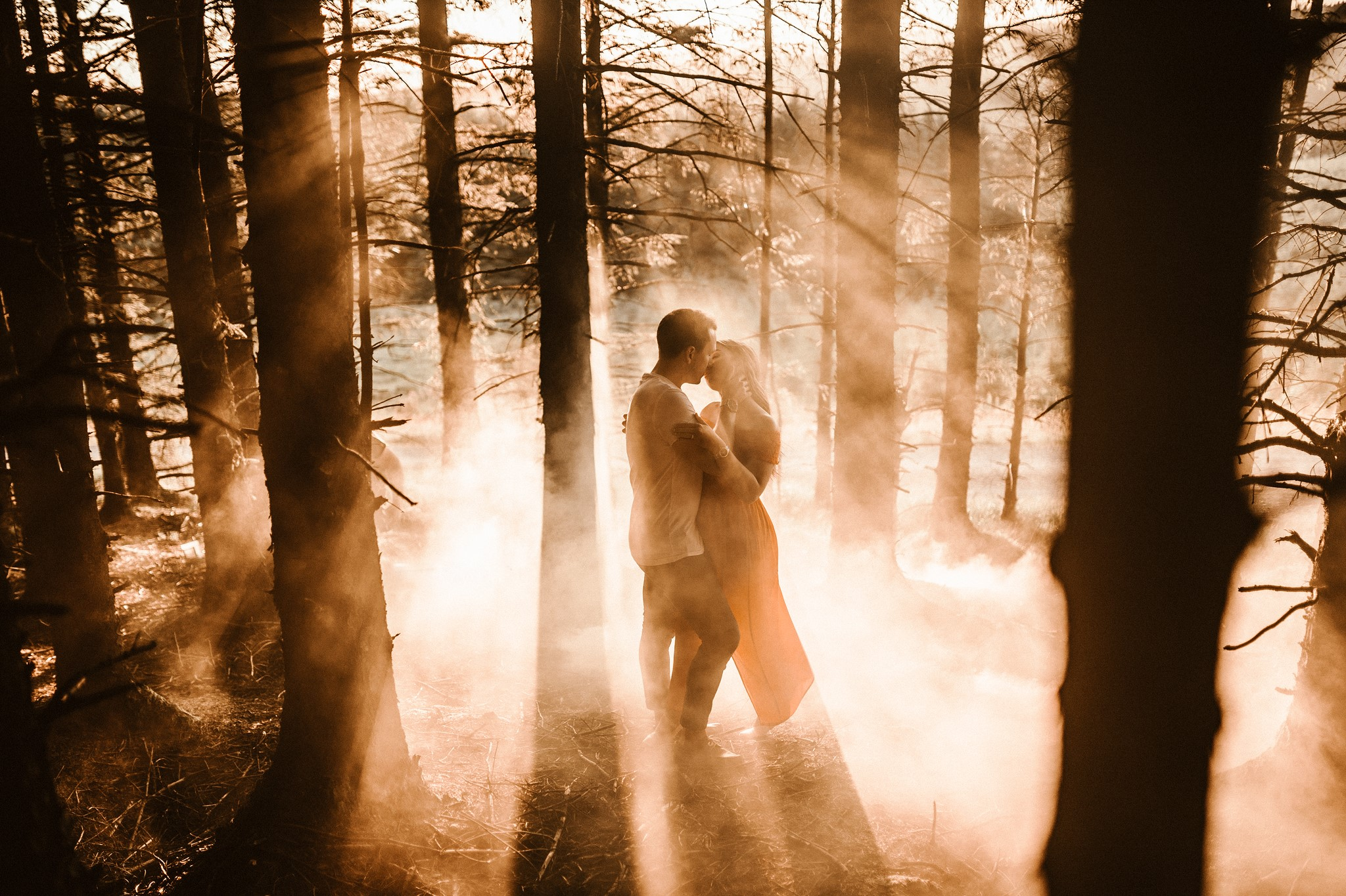 Couple kissing in the middle of a woodland area| Rustic and full of beauty