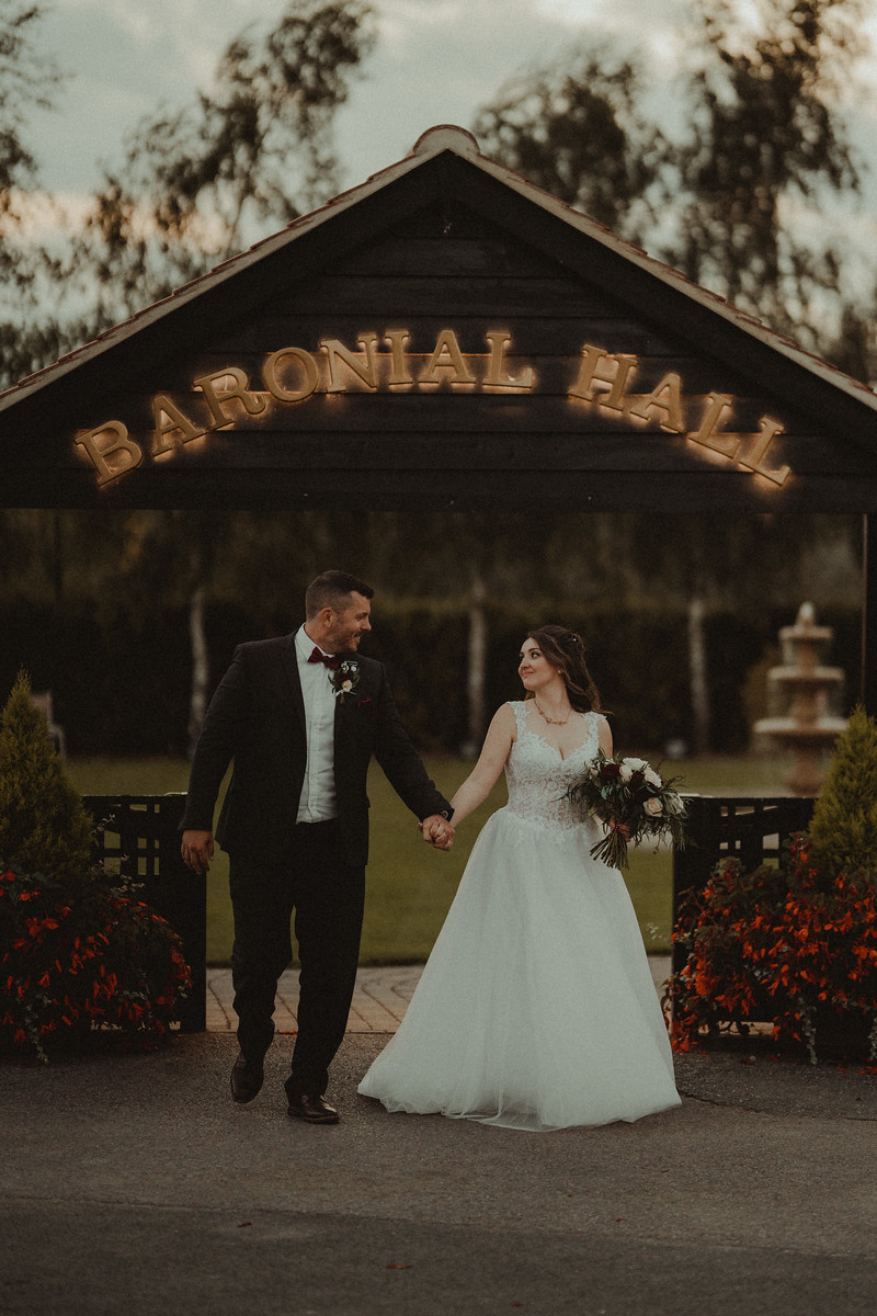 Bride and groom wedding photo|