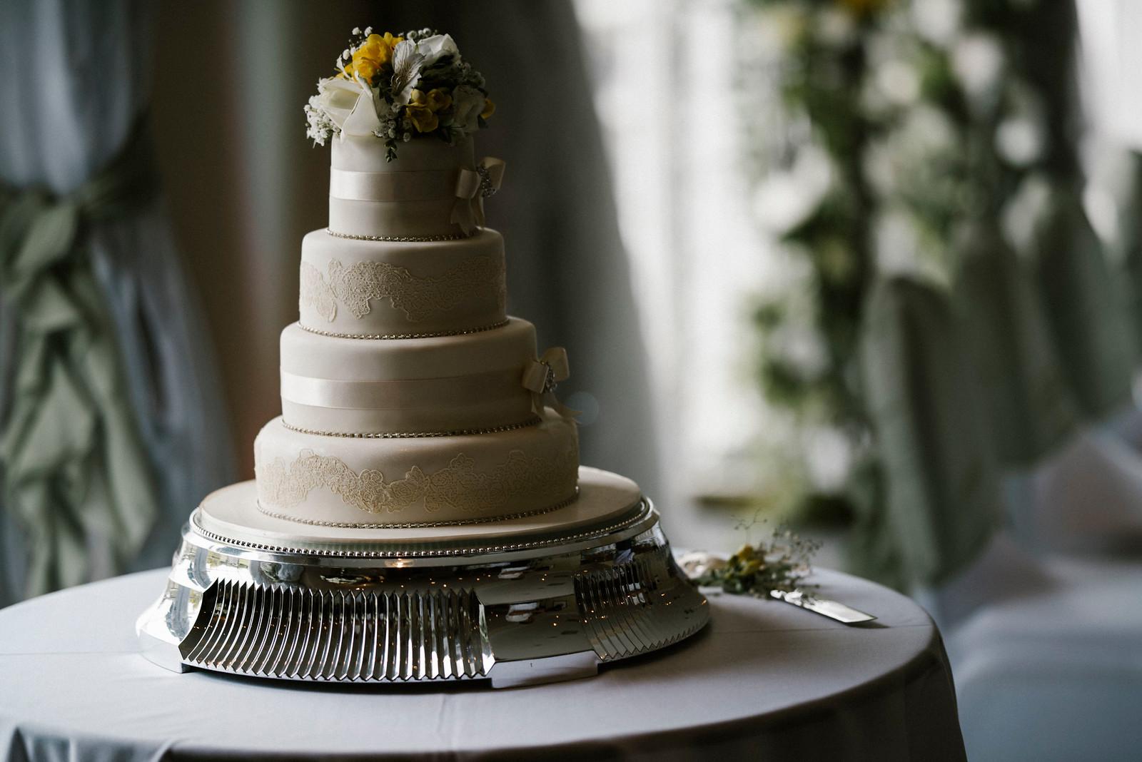 Elegant Wedding Cake Design