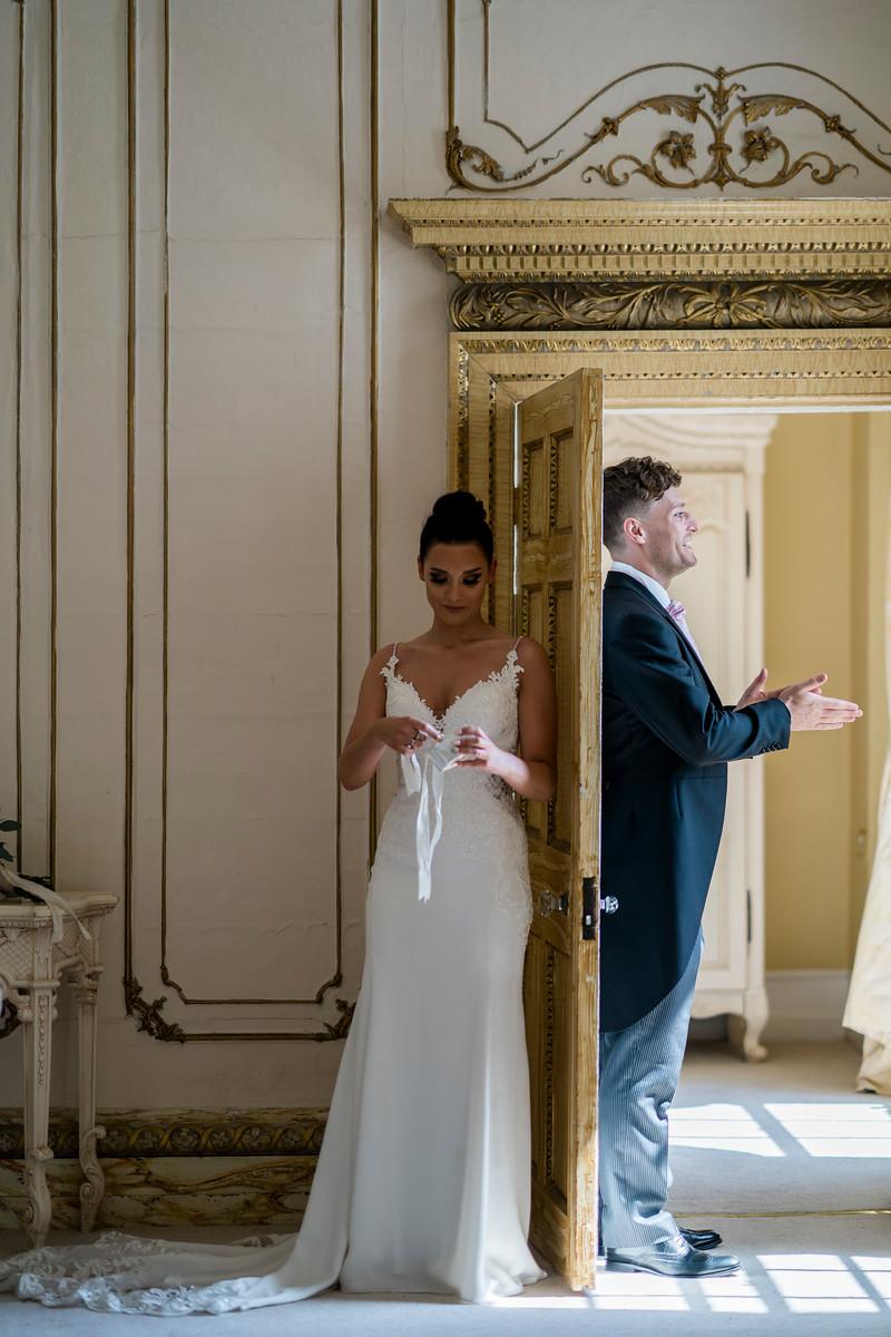 Uniqie Wedding Photo of Bride and Groom