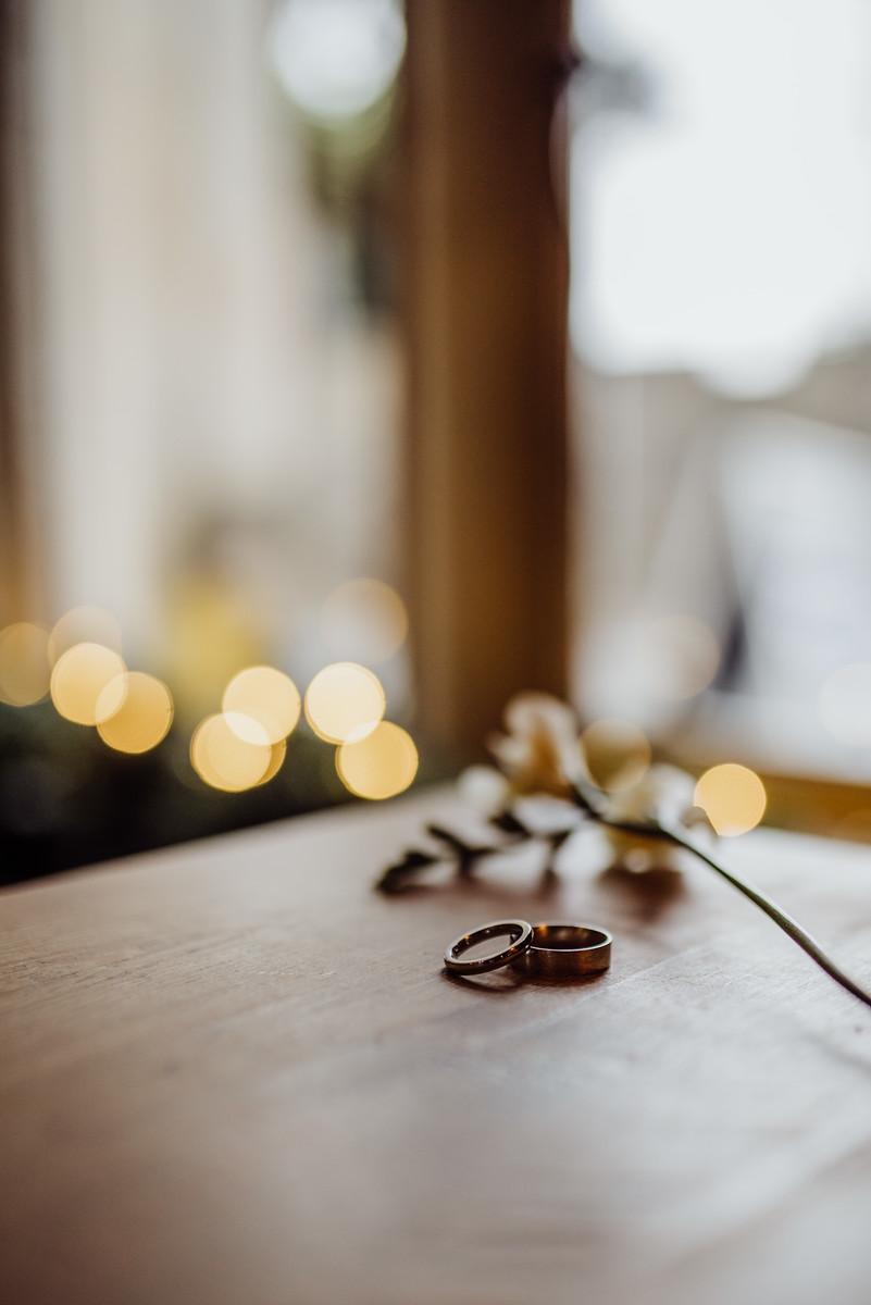 Unique Wedding Photo of the Wedding Rings