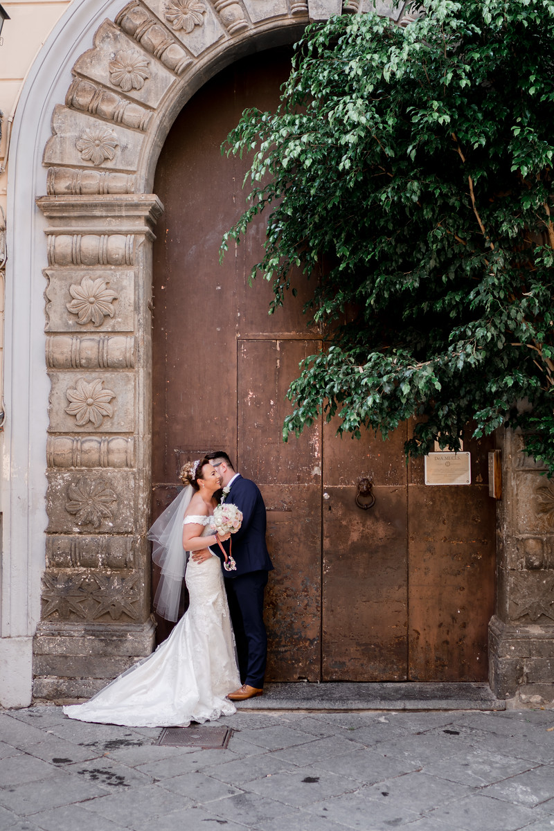 Bride and groom in a archway